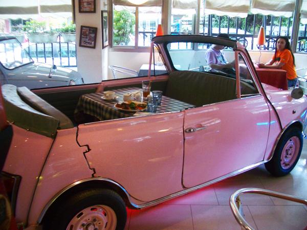 perierga.gr - Ένα πρωτότυπο εστιατόριο... έκθεση αυτοκινήτων!