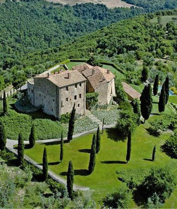 """perierga.gr - Ένα """"κάστρο"""" για σύγχρονους ιππότες!"""