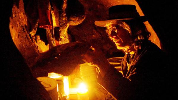 perierga.gr - Άφησε τα χρήματα και ζει σε σπηλιές!