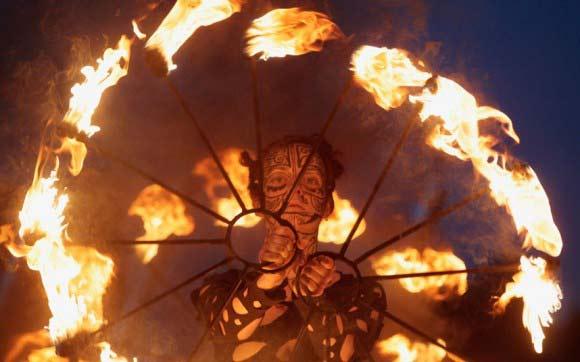 perierga.gr - Fire Festival: Παίζοντας με τη φωτιά!