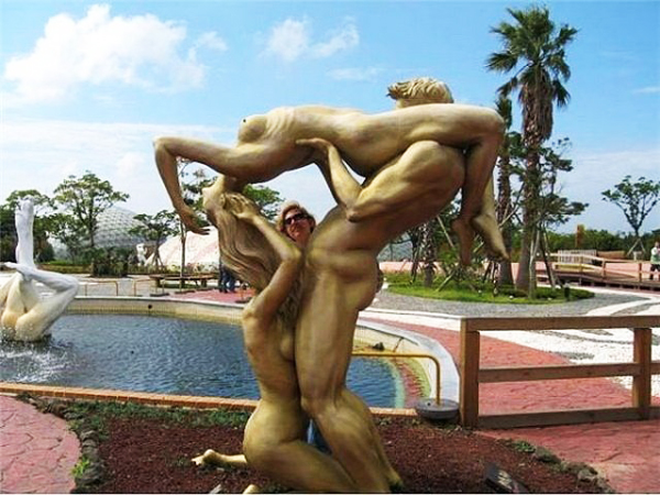 "Perierga.gr - Ένα πάρκο ""αυστηρώς ακατάλληλον"" διά ανηλίκους!"