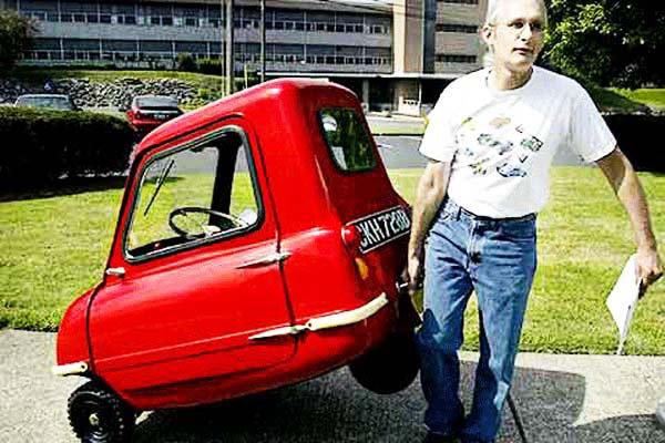 perierga.gr - Με το αυτοκίνητο στο... χέρι!