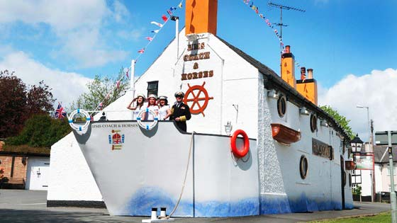 "perierga.gr - Μια βρετανική παμπ ""μεταμορφώνεται"" σε πλοίο!"
