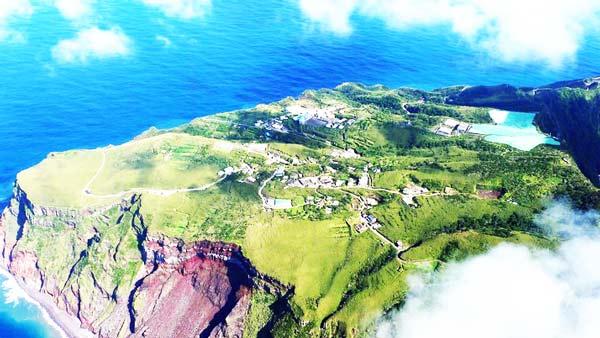 perierga.gr - Νησί-ηφαίστειο: Ένα παράξενο μέρος να ζεις!
