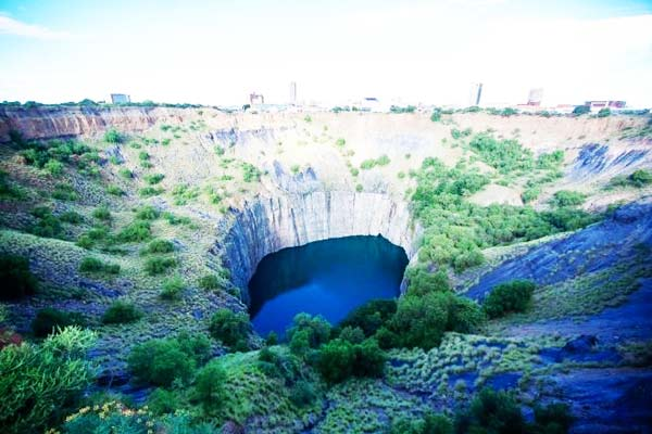 "perierga.gr - Big Hole: Μια ""γλάζια"" τρύπα σκαμμένη με τα χέρια!"