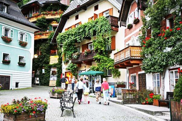 "perierga.gr - Το αυστριακό χωριό Hallstatt ""μετακομίζει"" στην Κίνα!"