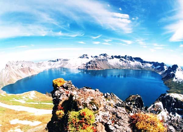 Μαγευτική λίμνη στην κορυφή του βουνού!