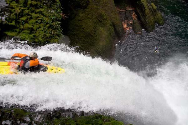 perierga.gr - Διασχίζοντας το βαθύτερο ποταμό του κόσμου!