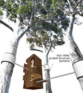 perierga.gr - Σταθμοί Σωτηρίας στα δέντρα!