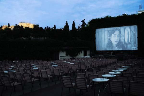 "perierga.gr - ""Σινέ Θησείον"": Το καλύτερο θερινό σινεμά διεθνώς!"