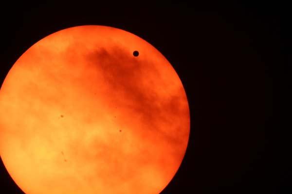 perierga.gr - Η Αφροδίτη βρέθηκε ανάμεσα στον Ήλιο και τη Γη!