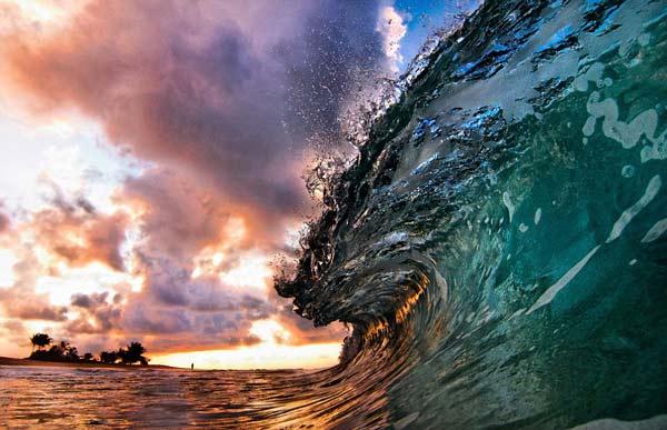 perierga.gr - Μέσα στα κύματα της Χαβάης!
