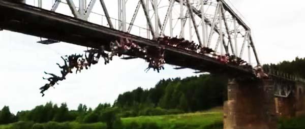 perierga.gr - 135 άτομα κάνουν ταυτόχρονα bungee jumping!