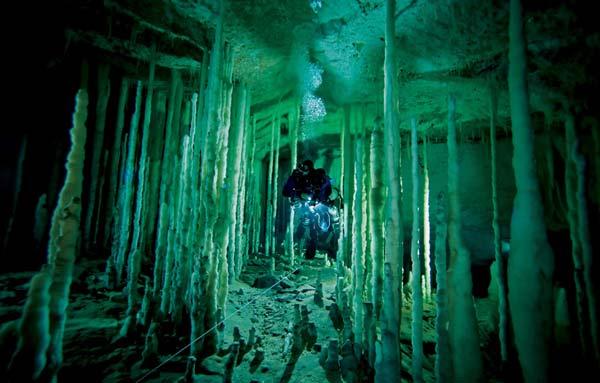 perierga.gr - Dan Cave: Απόλυτη καταδυτική περιπέτεια!