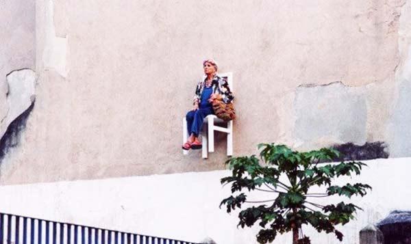 perierga.gr - Ηλικιωμένες κυρίες γίνονται... επιτοίχια έργα τέχνης!