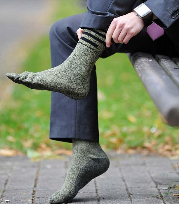 perierga.gr - Παράξενες κάλτσες... αντικαθιστούν τα παπούτσια!
