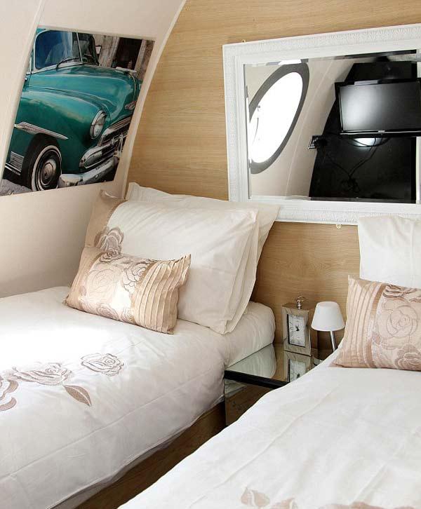 perierga.gr - Ένα πλωτό ξενοδοχείο αφιερωμένο στους Μπητλς!