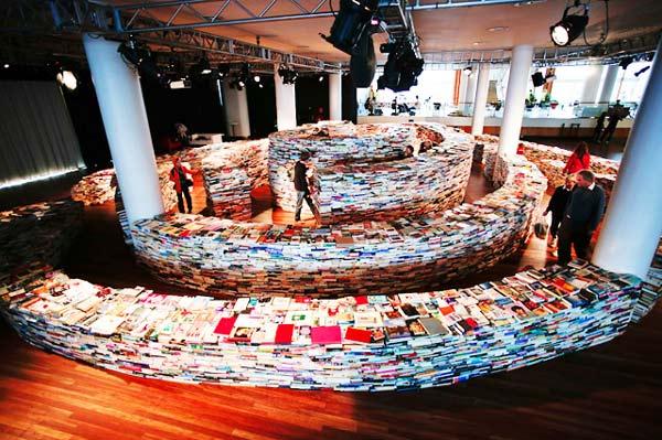 "perierga.gr - Ένας ""λαβύρινθος"" 250.000 βιβλίων!"