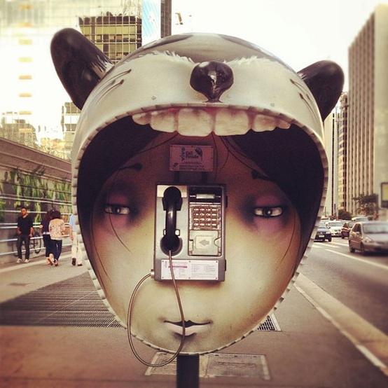 perierga.gr - Δημιουργικοί τηλεφωνικοί θάλαμοι στην πόλη!