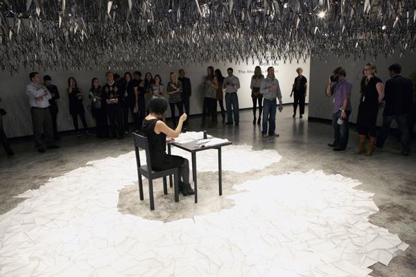 perierga.gr - Ένα διαδραστικό έργο τέχνης προκαλεί... τρόμο!