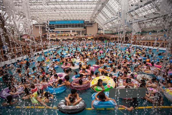 perierga.gr - Η πιο πολυπληθής... πισίνα στον κόσμο!