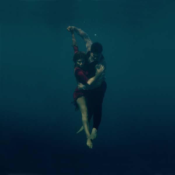 perierga.gr - Χορεύοντας τανγκό κάτω από το νερό!