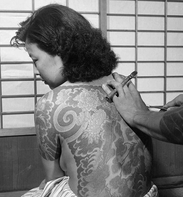 perierga.gr - Vintage ολόσωμα τατουάζ γυναικών!