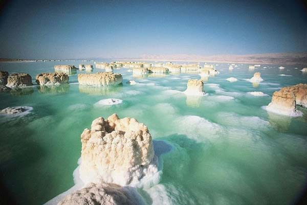 Παράξενοι σχηματισμοί αλατιού στη Νεκρά Θάλασσα