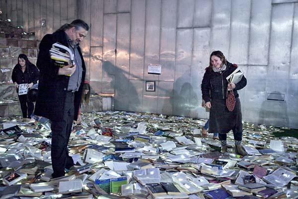 perierga.gr - Ανακύκλωση παλιών βιβλίων με πρωτότυπο τρόπο!