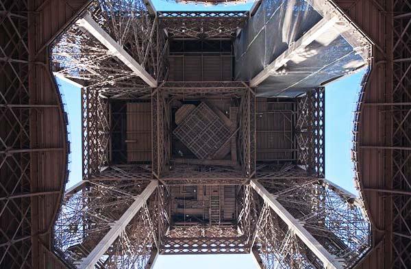 perierga.gr - Ο Πύργος του Άιφελ από... κάτω!