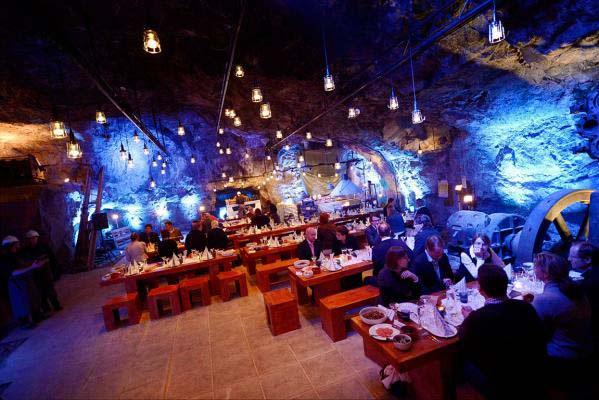 perierga.gr - Εστιατόριο 80 μέτρα κάτω από το έδαφος!