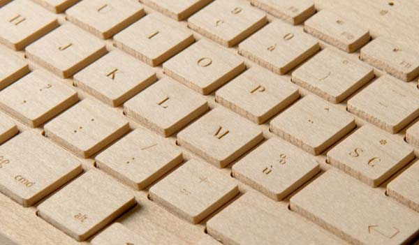 perierga.gr - Ξυλόγλυπτο πληκτρολόγιο κατασκευασμένο στο χέρι!