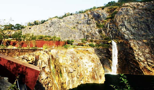 perierga.gr - Quarry Garden: Ένα παλιό λατομείο έγινε βοτανικός κήπος!