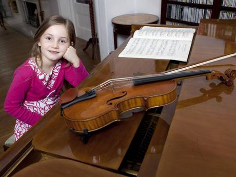 Perierga.gr - Παιδί-θαύμα συνθέτει όπερα στα 7!