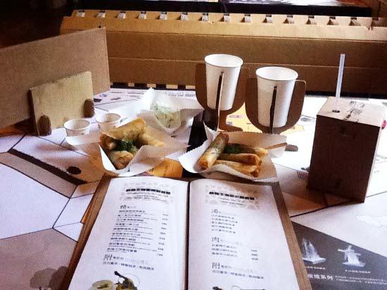 """perierga.gr - Το πρώτο """"ανακυκλώσιμο"""" εστιατόριο... από χαρτόνι!"""