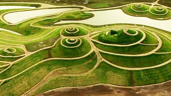 """perierga.gr - Το μεγαλύτερο """"πράσινο"""" γλυπτό στον κόσμο!"""