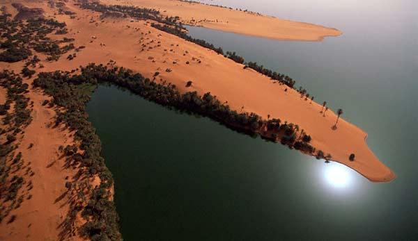perierga.gr - 18 παράξενες λίμνες στην καρδιά της ερήμου!