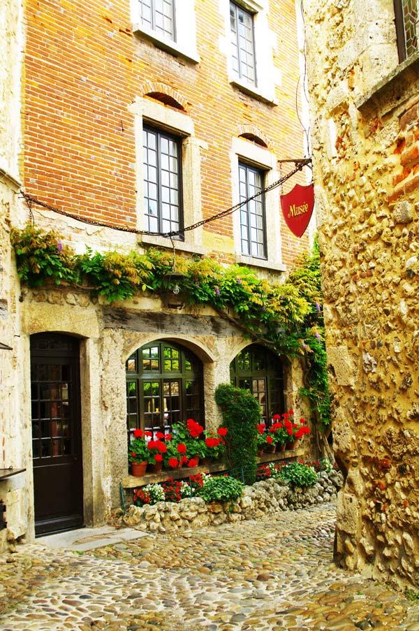 perierga.gr - Η άγνωστη μεσαιωνική πόλη-φρούριο της Γαλλίας!