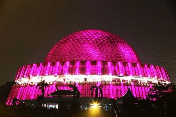 perierga.gr - 12 εθνικά μνημεία του κόσμου φωτίστηκαν... ροζ!