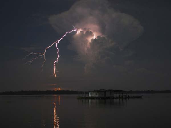 """Η μεγαλύτερη """"καταιγίδα"""" κεραυνών στον κόσμο!"""