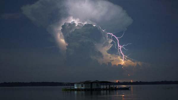 """perierga.gr - Η μεγαλύτερη """"καταιγίδα"""" κεραυνών στον κόσμο!"""