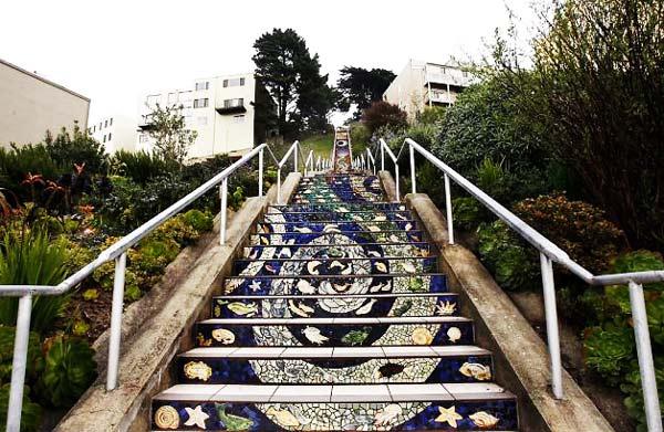 perierga.gr- Tiled Steps: Οι ωραιότερες σκάλες της πόλης!