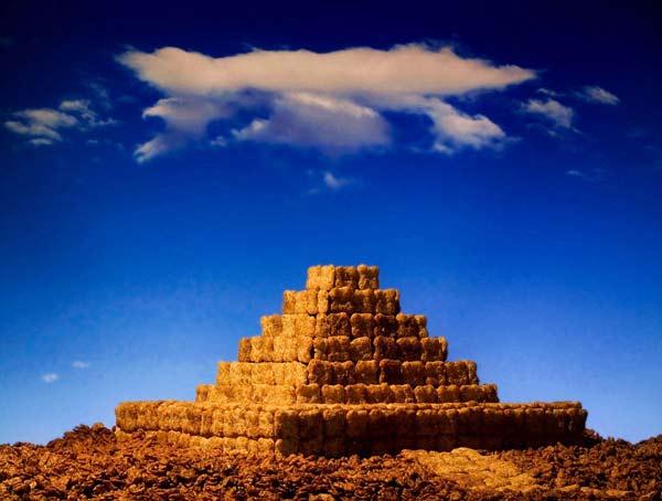 Πυραμίδες, βουνά και λόφοι, λιβάδια με
