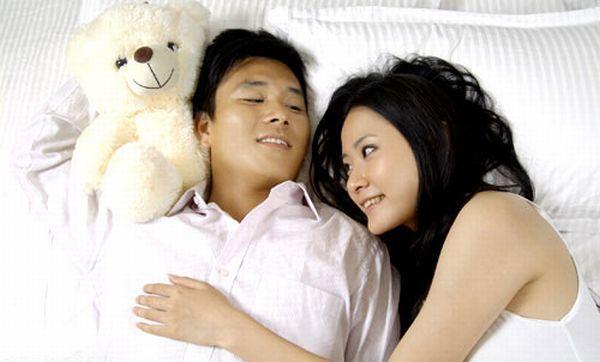 perierga.gr - Θα πλήρωνες για να κοιμηθείς αγκαλιά με κάποιον;