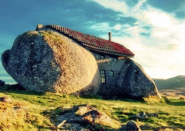 perierga.gr - 7 κατοικίες πλήρως ενσωματωμένες στη φύση