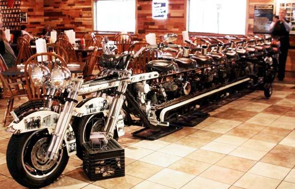 perierga.gr- Μια μοτοσικλέτα... δέκα θέσεων!