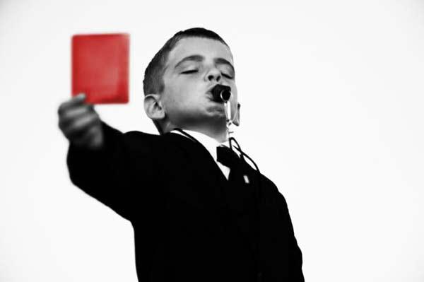 perierga.gr - Σε ποιους πεζούς θα δίνατε... κόκκινη κάρτα;