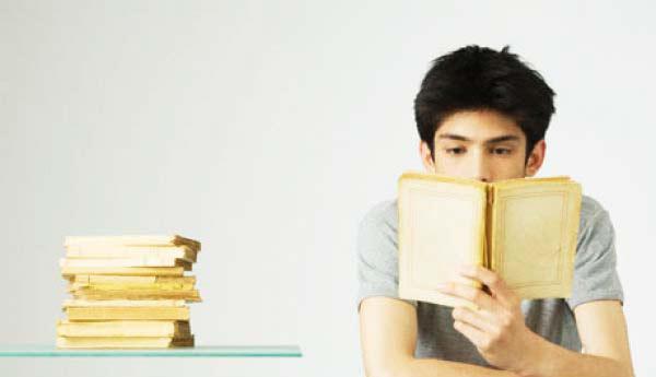 perierga.gr - Το διάβασμα ωφελεί την... υγεία!