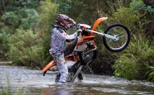 perierga.gr - Με κομμένη την ανάσα: Η πιο επικίνδυνη διαδρομή με μοτοσικλέτα!