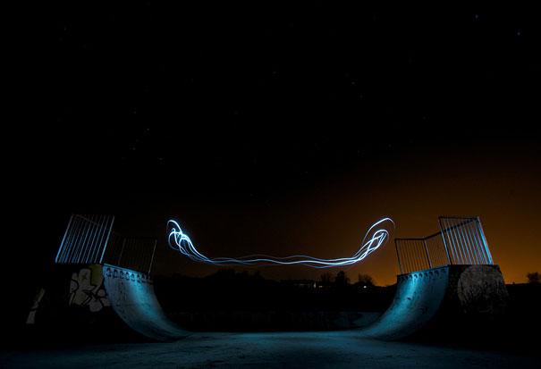 Όταν το φως κάνει... σκέιτμπορντ τη νύχτα!